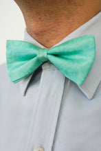 Load image into Gallery viewer, Sea Foam bow tie