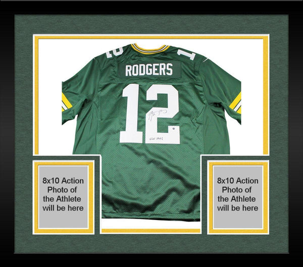 purchase cheap 1646f 46a46 Framed Aaron Rodgers Signed Green Bay Packers Twill Green Jersey w/