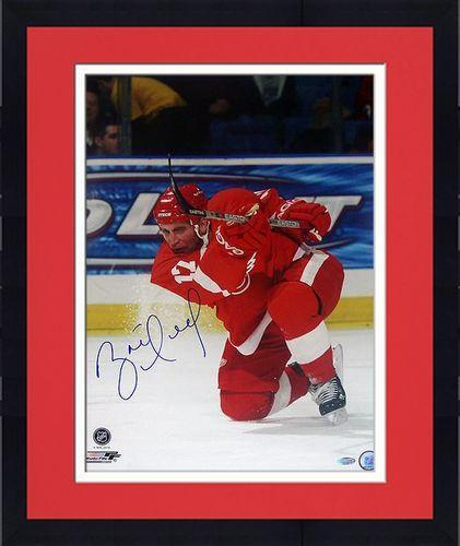 reputable site 56cb5 7caad Framed Brett Hull Red Wings Red Jersey Slap Shot Vertical 16x20 Photo