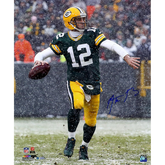 Green Bay Packers Quarterback Aaron Rodgers Signs Exclusive ... 36c0b5295