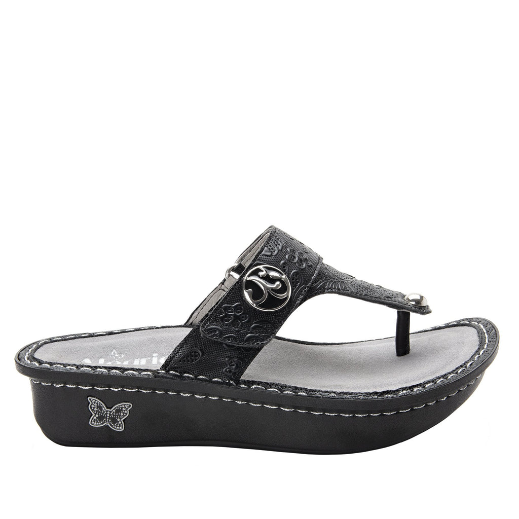 Carina Hello Doily Black thong style sandal on the Classic rocker outsole - CAR-163_S2