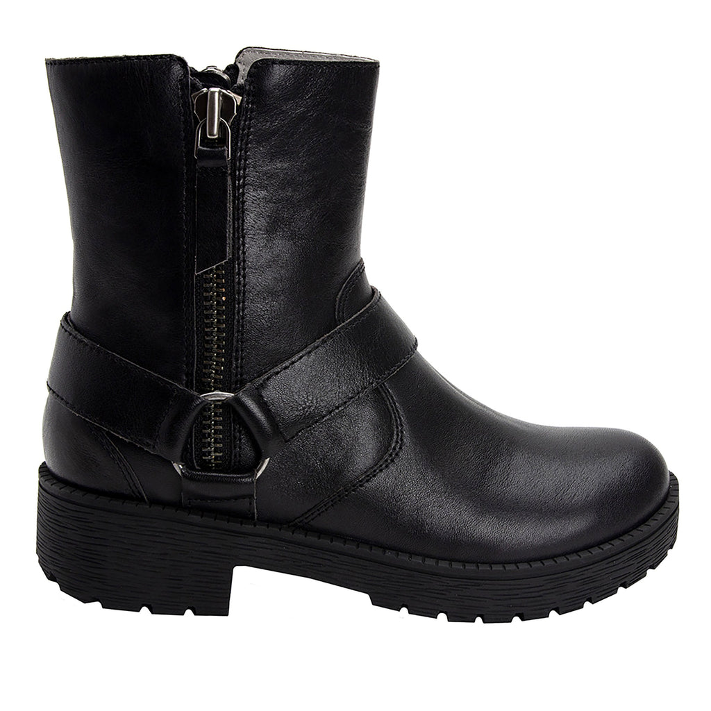 Charlette Crazyhorse Black boot with rugged lug inspired outsole- CHA-101CH_S2