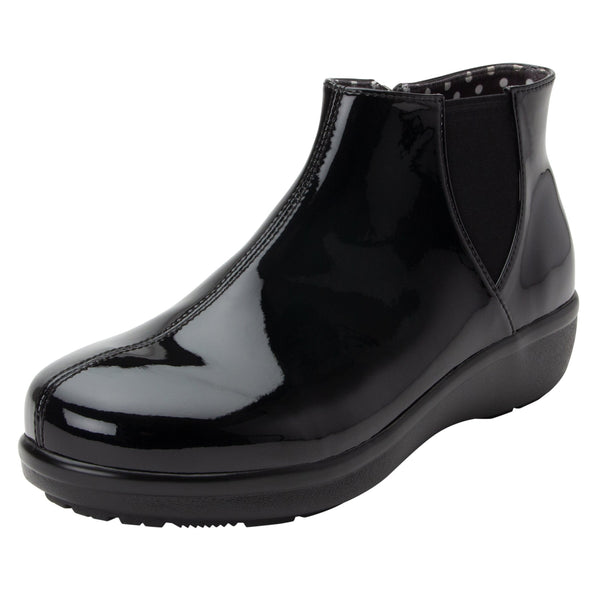 Climatease weather resistant Black Boot with trim comfort outsole. CLI-101_S1