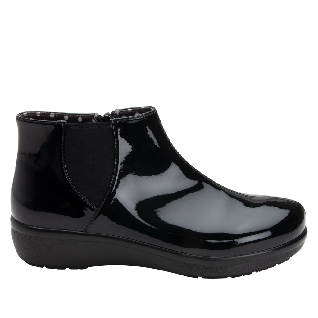 Climatease weather resistant Black Boot with trim comfort outsole. CLI-101_S2