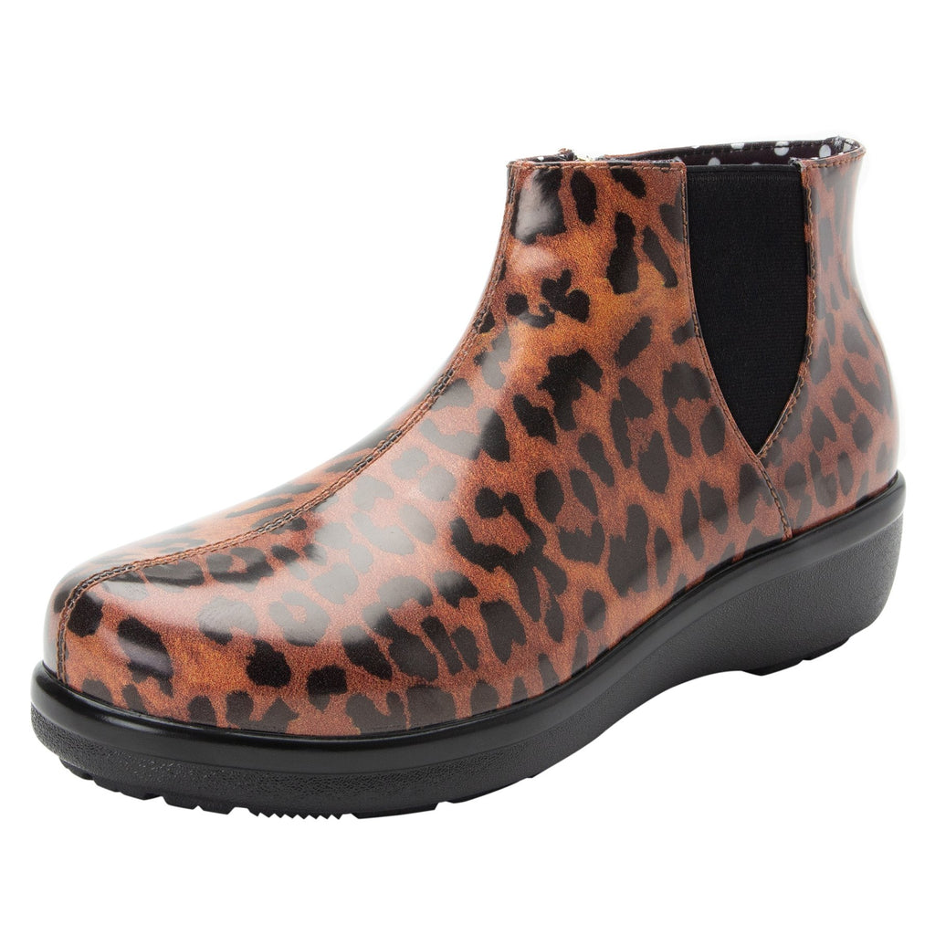 Climatease weather resistant Leopard Boot with trim comfort outsole. CLI-402_S1
