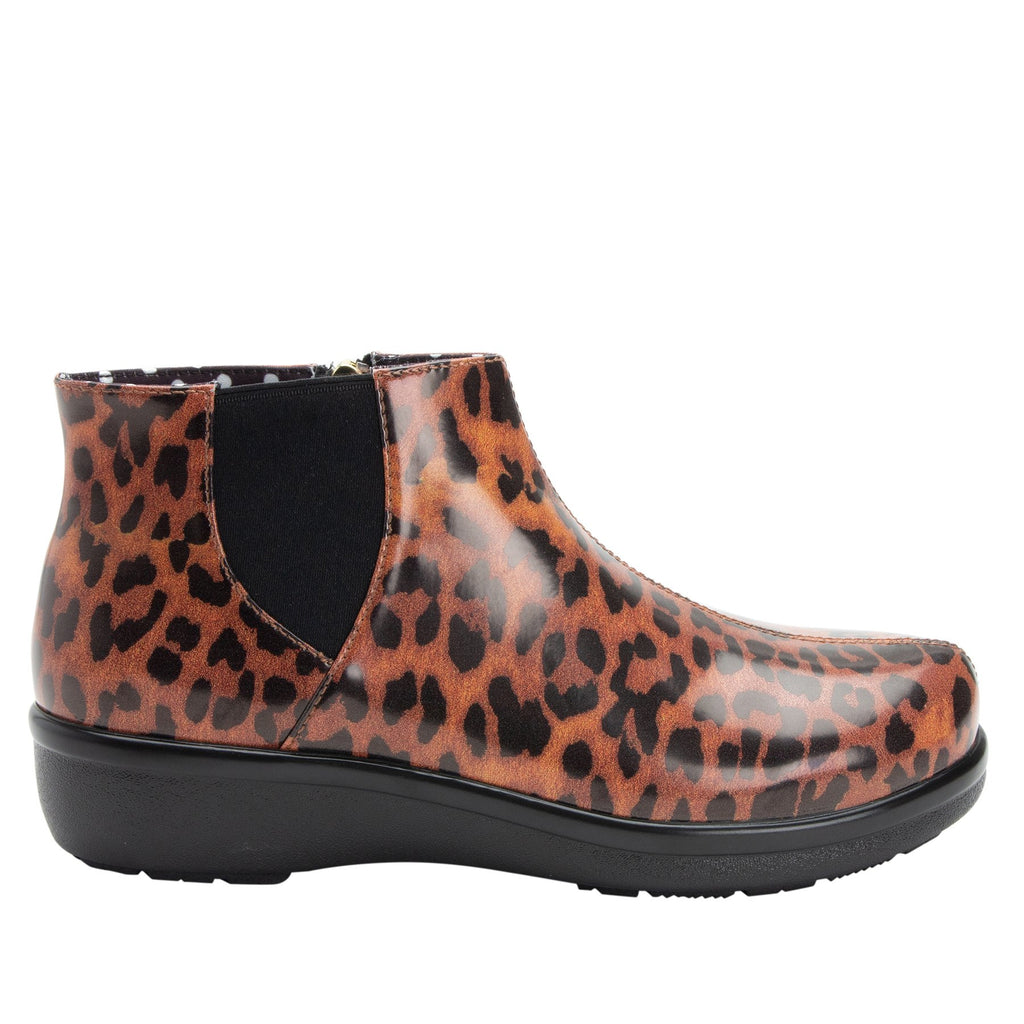 Climatease weather resistant Leopard Boot with trim comfort outsole. CLI-402_S2