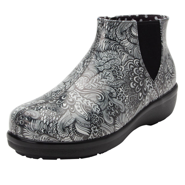 Climatease weather resistant Wild Child Black Boot with trim comfort outsole. CLI-5994_S1
