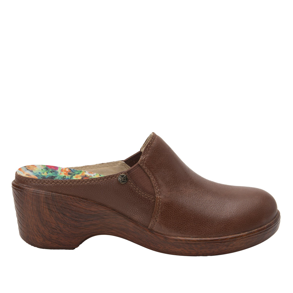 Serenity Aged Cognac clog on a wood look wedge outsole - SER-7739_S3
