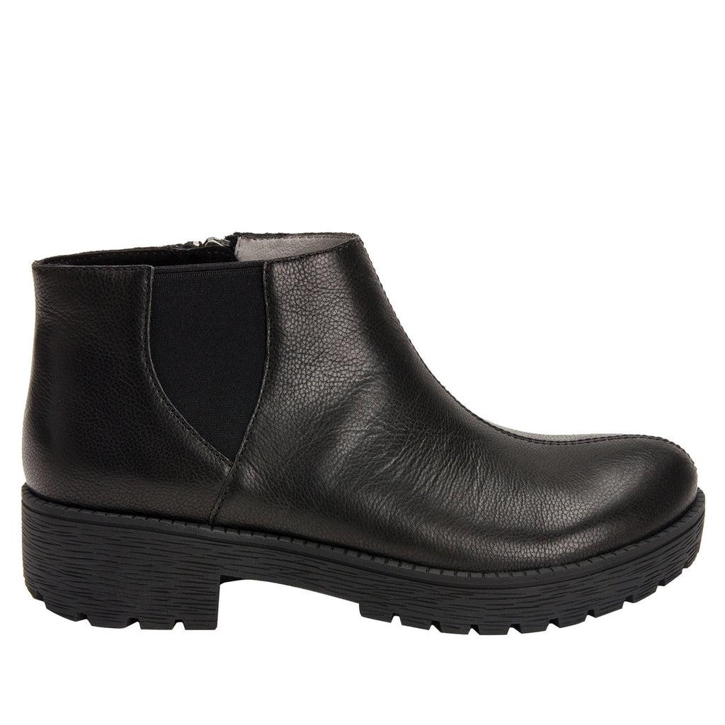 Shayne Black boot with rugged lug inspired outsole- SHA-601_S2
