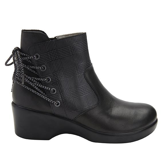 Stevee Plaidly Black features a stylish zig-zag adjustable Lace-up detail with a side zip closure and contrast leather at the ankle and boot shaft - STE-7926_S2