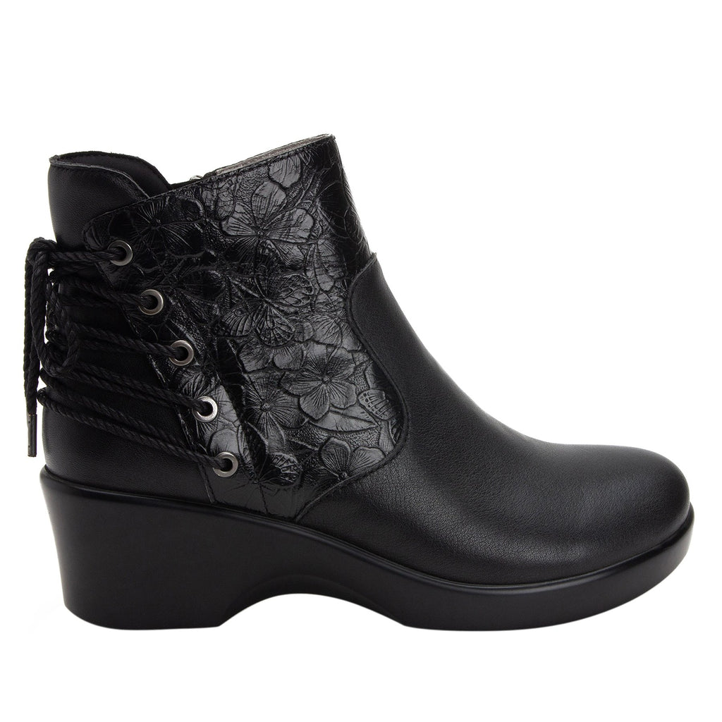 Stevee Cute Stuff Ink features a stylish zig-zag adjustable Lace-up detail with a side zip closure and contrast leather at the ankle and boot shaft - STE-795_S2