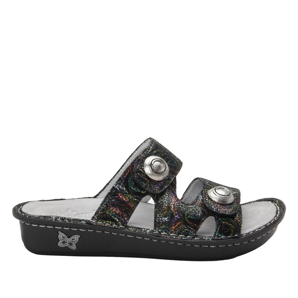 Violette Swirly Curly slide sandal with cutout design on mini outsole - VIO-7757_S2