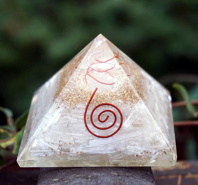 Orgonite Pyramid: Selenite