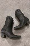 Ariat Pyramid Studded Leather Heeled Boots in Size 7 - One More Chance Vintage