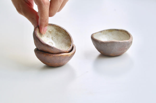 Handmade raw rustic earthenware pinch pots - Eat & Sip ceramics hellorat project