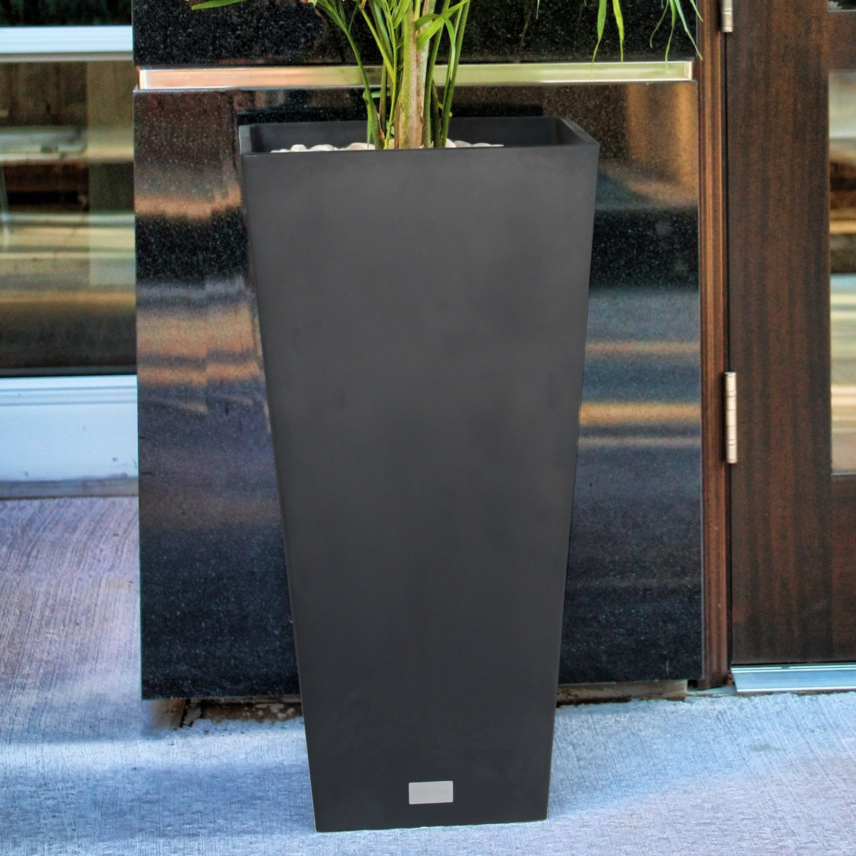 Allan Plastic Pot Planter - Clever and Modern Home and office furniture. Pet Furniture