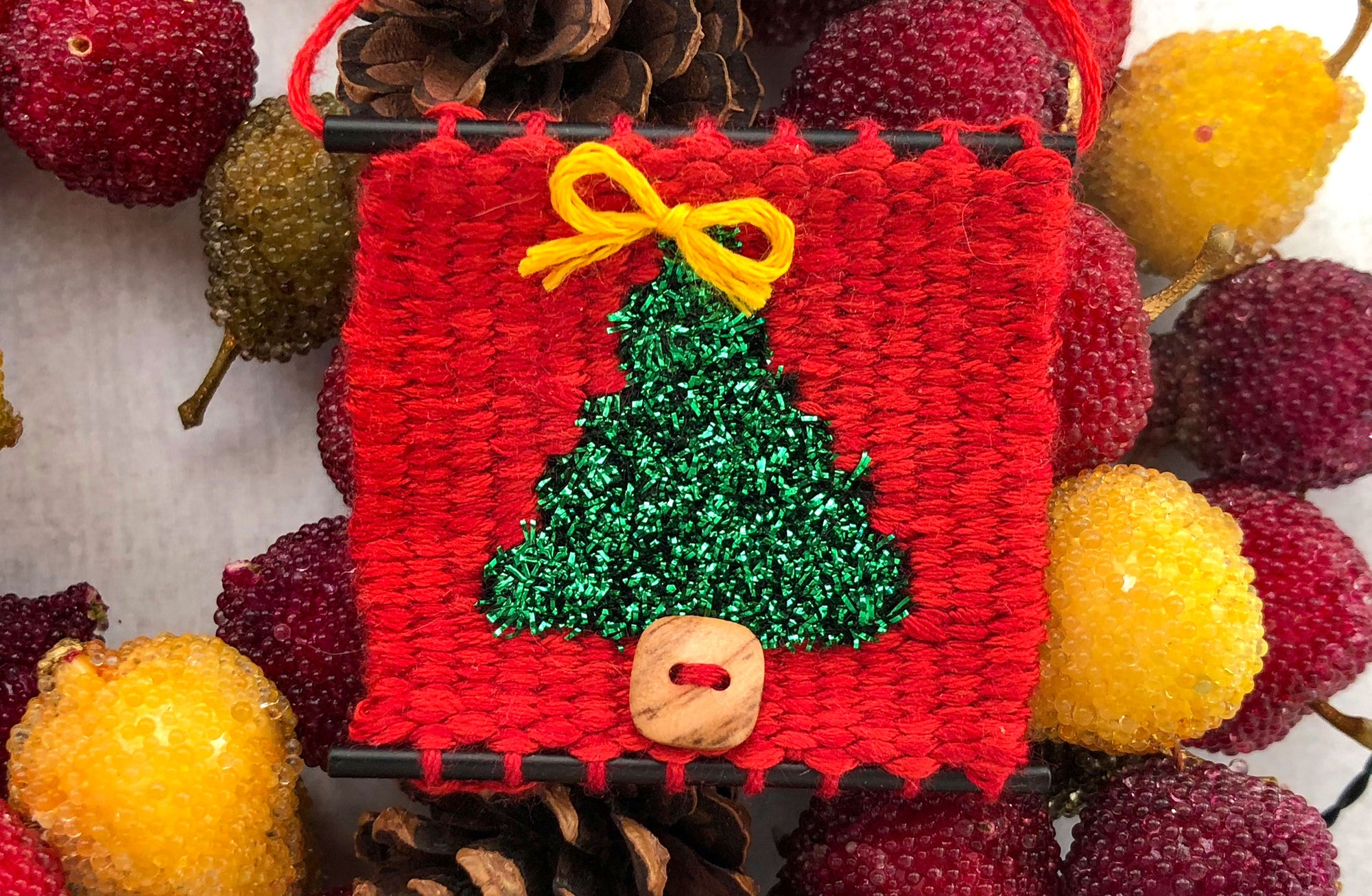 Looking for a Christmas project for your Tiny loom?
