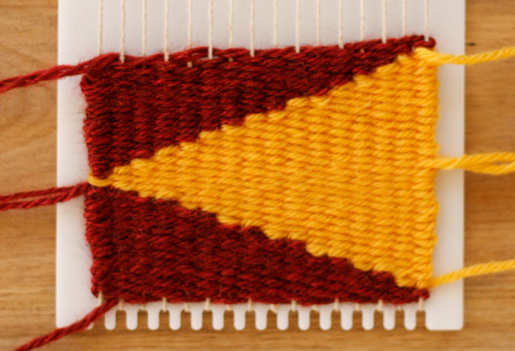 How to weave  a triangle shape