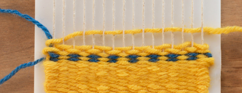 How to weave dots on a little loom