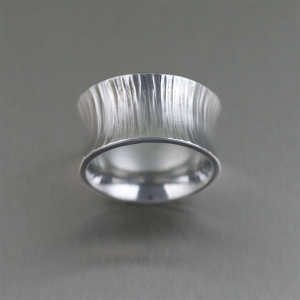 Chased Anticlastic Aluminum Band Ring – Top