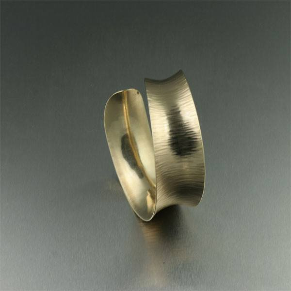 14K Gold Chased Bangle Bracelet - johnsbrana - 2