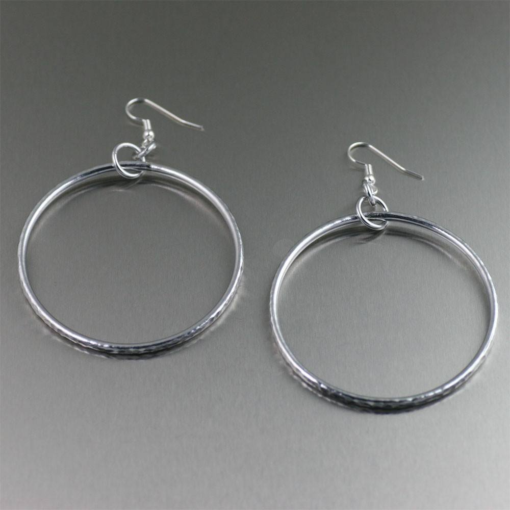 Aluminum Hoop Hammered Rim Earrings - johnsbrana - 1