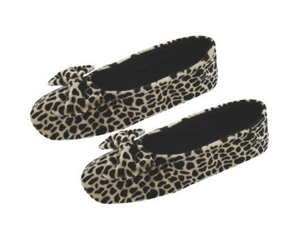 Cute slipper with giraffe print