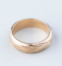 Load image into Gallery viewer, Soft Bark Wedding Band
