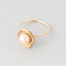Load image into Gallery viewer, Spiraling Shell and Pearl Ring
