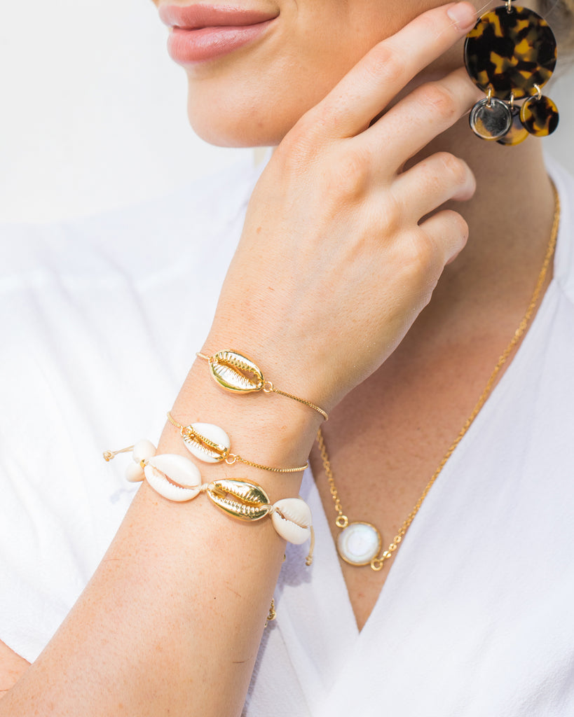 Miz Casa & Co Cowrie Shell Simple Bracelet Gold White
