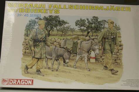 1/35 DRAGON GERMAN FALLSCHIRMJAGER WITH DONKEYS DR6077