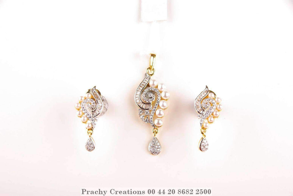 Stunning pendant with matching earrings 565-120 - Prachy Creations