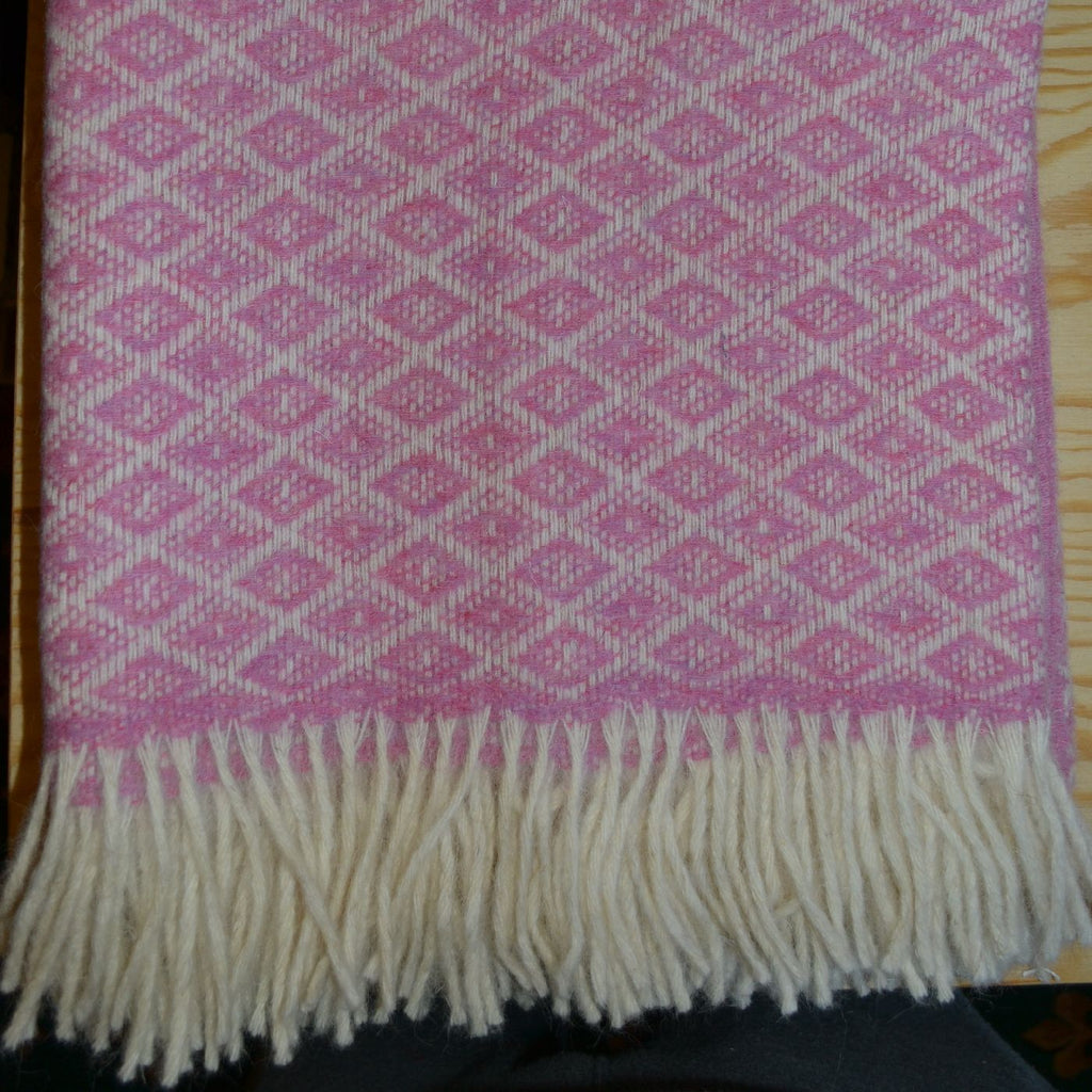 Pink and White Diamond Check Shetland Throw/Blanket