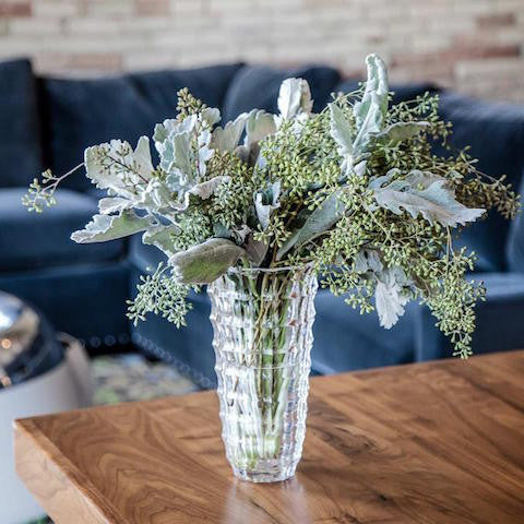 10 Tips For Arranging Flowers In A Vase 46 Spruce Wholesale Supply House