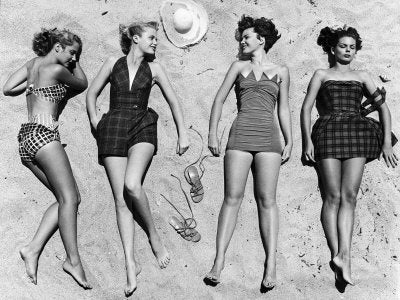 modern women on the French Riviera in the 1920's