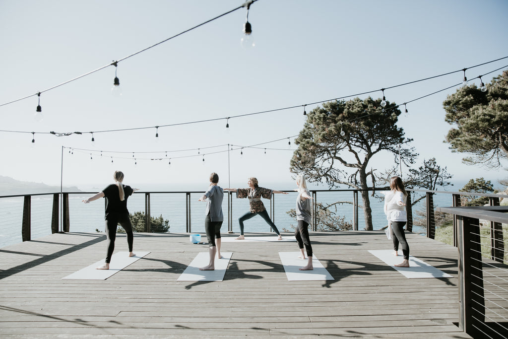 Yoga class at Timber Cove Resort - Stephanie Hammer Photography - Promptly Journals