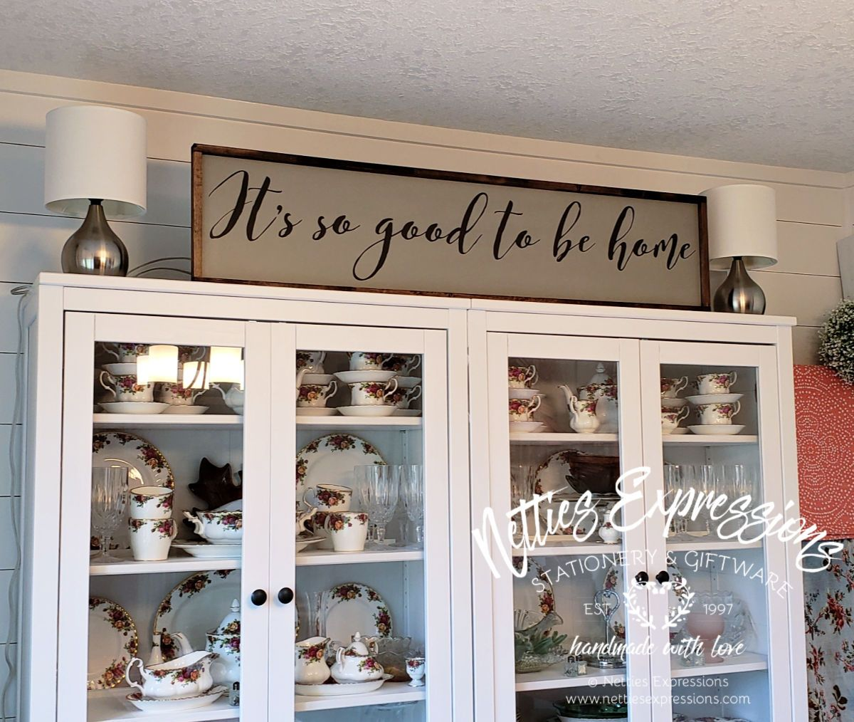 It's so good to be home - Rustic Wood Sign - Netties Expressions