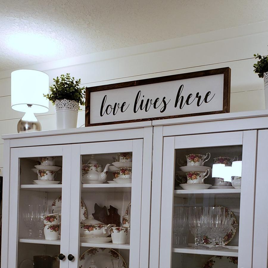 Love lives here - Rustic Wood Sign - Netties Expressions