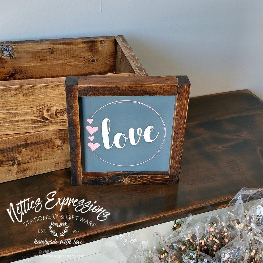 Love circle - Rustic Wood Sign - Netties Expressions