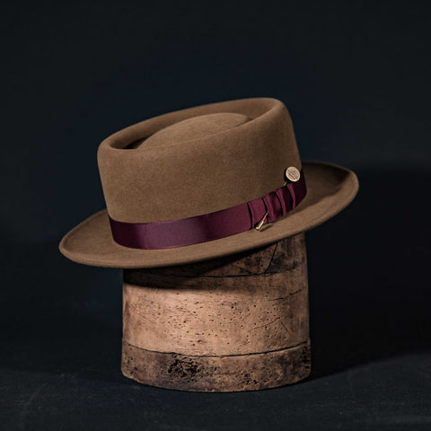 Hornskov classic pork pie hat in clay with wine ribbon