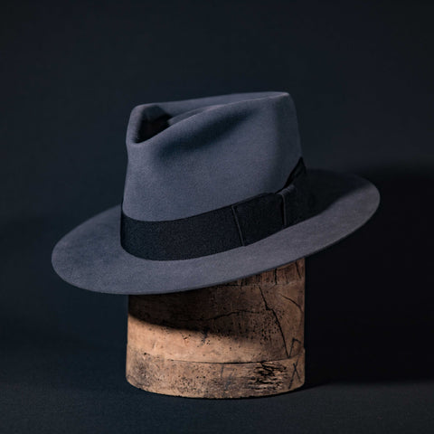 Widebrim teardrop hat in steel with black ribbon