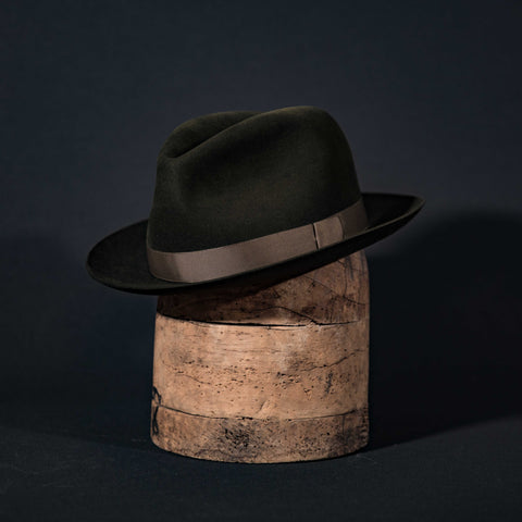 Hornskov classic centre dent fedora hat in moss with moss ribbon