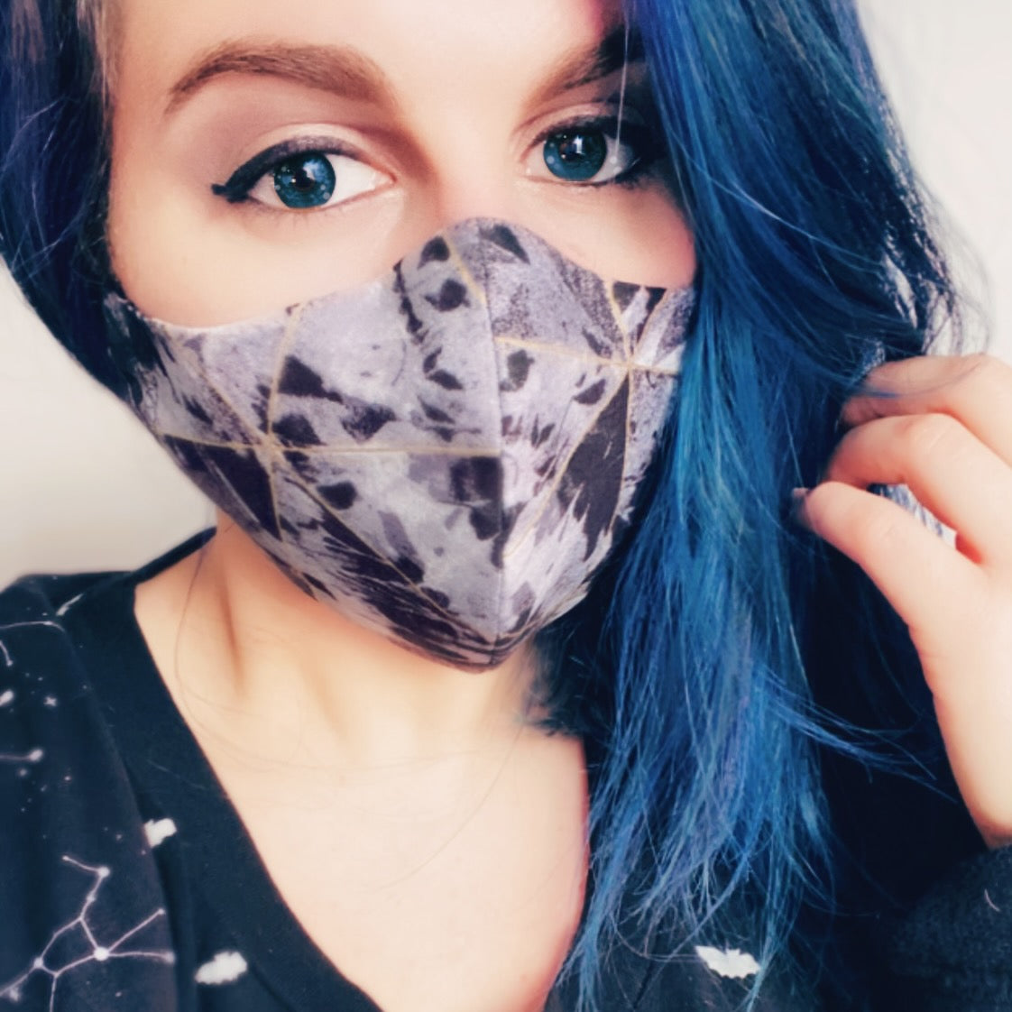 Face Mask with Filter Pocket - Unisex - Size Medium - Black and Grey Metallic Gold Triangles