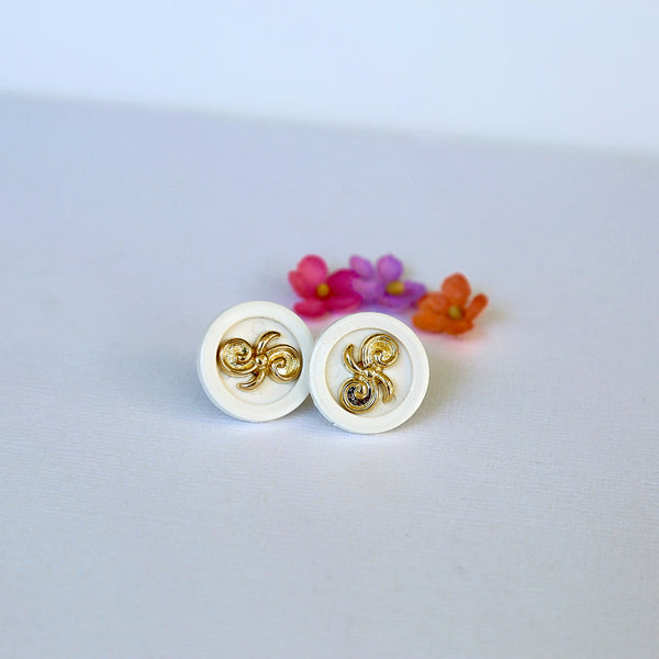 white_gold_filigree_button_earrings