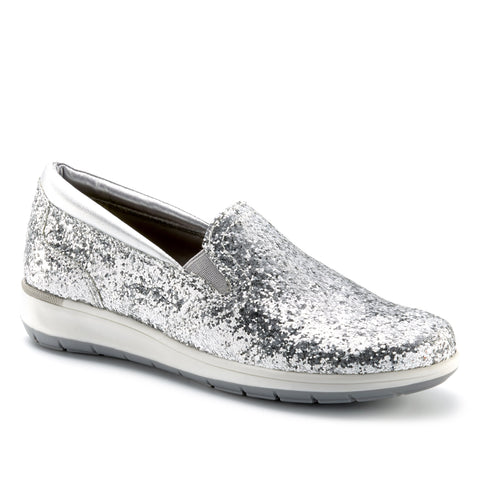 Image of the Orleans shoe in silver glitter