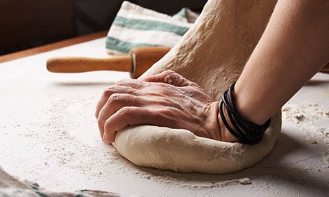 hands kneading dough, the link between gluten intolerance and joint pain