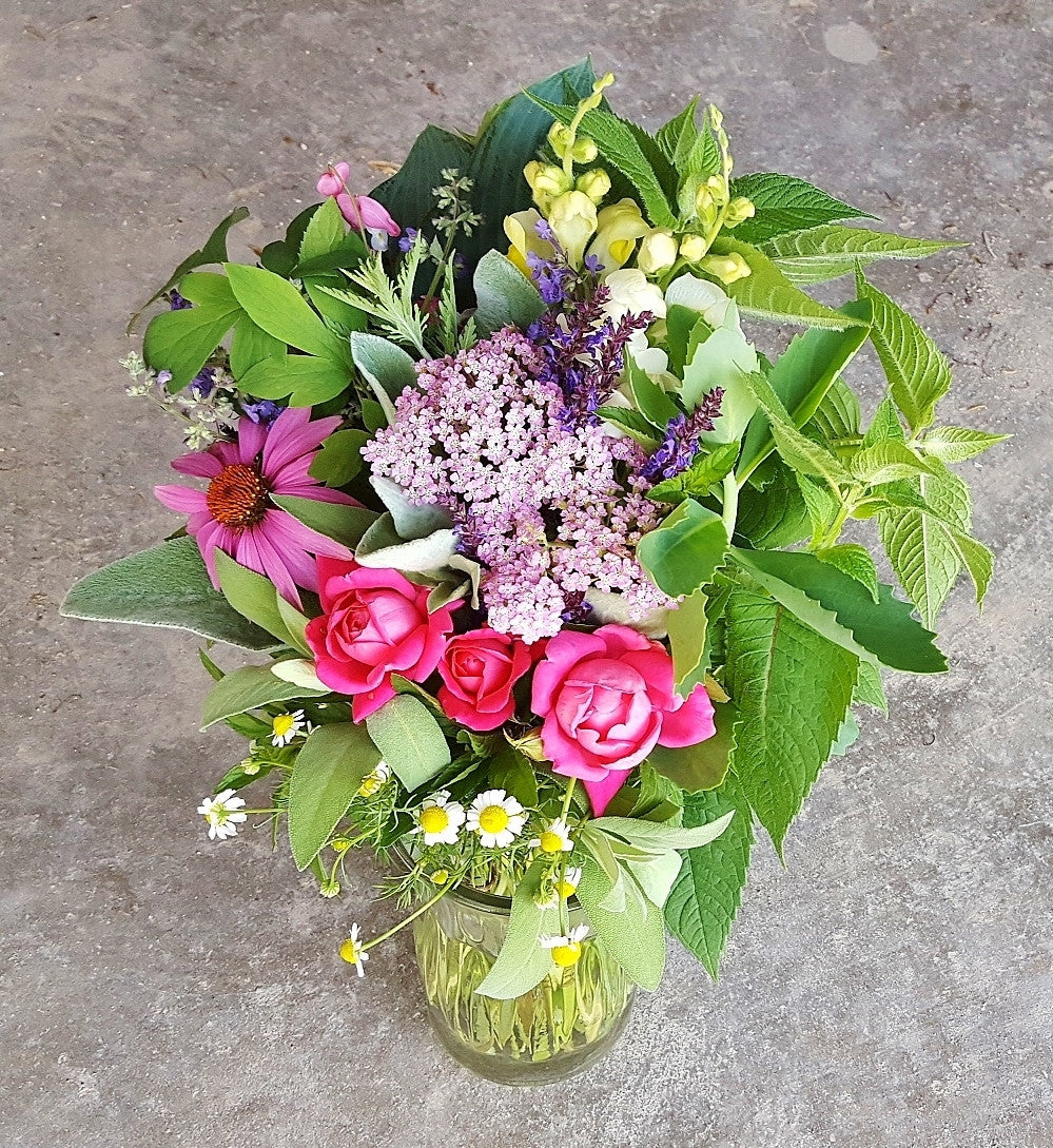 North liberty florist flower bouquet iowa city wedding flowers large flower bouquet for delivery izmirmasajfo