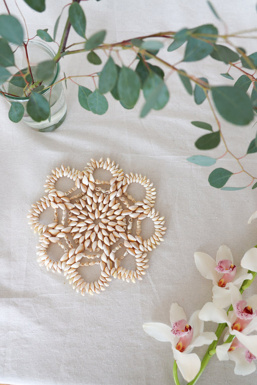 Medium Flower Shaped Cowrie Shell Plate Warmer