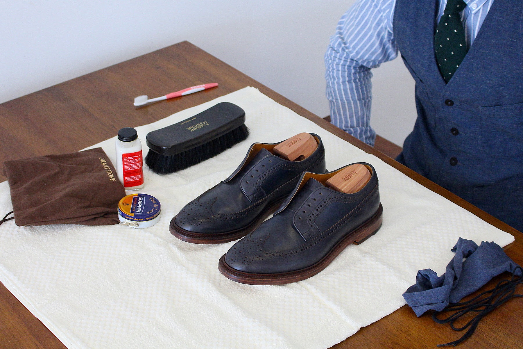how to clean leather shoes that got wet