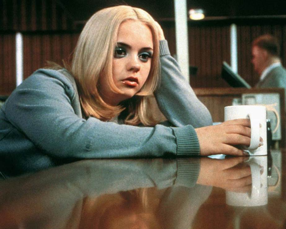 Christina Ricci Buffalo '66 blue eyeshadow makeup